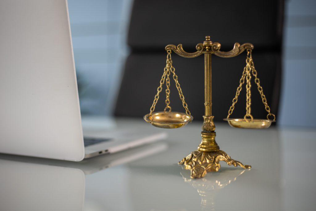 Egalité équilibre bureau justice