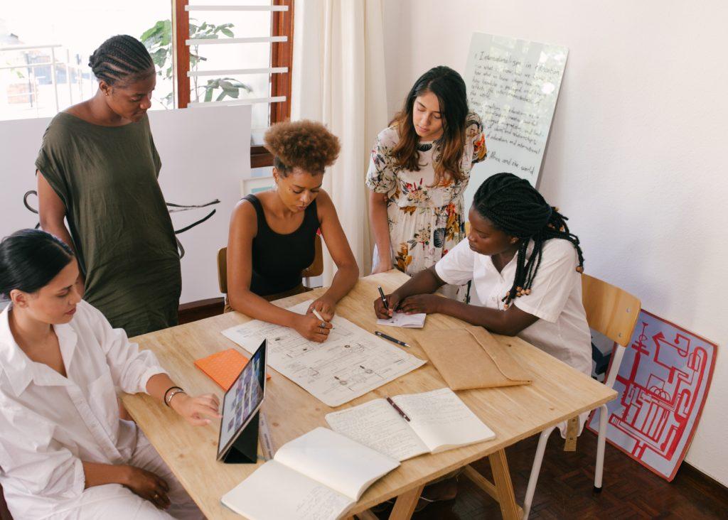 femme entrepreneure entreprise bureau